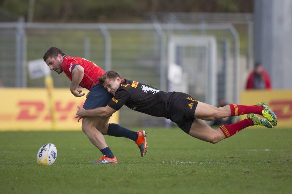 Viertes Spiel der Rugby Europe Championship: Deutschland-Spanien in Köln am 11.03.2017 Marcel Coetzee (Deutschland, 13) tackelt Guillaume Rouet (Spanien, 9). Fotograf: Jürgen Kessler