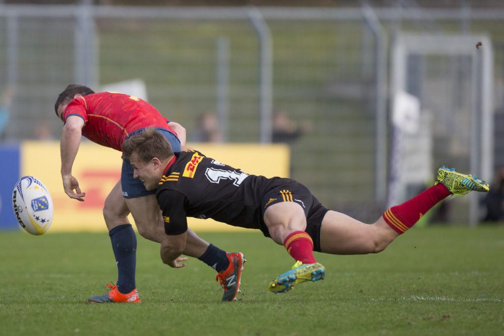 Viertes Spiel der Rugby Europe Championship: Deutschland-Spanien in Köln am 11.03.2017 Marcel Coetzee (Deutschland, 13) tackelt Guillaume Rouet (Spanien, 9), der daraufhin den Ball verliert. Fotograf: Jürgen Kessler